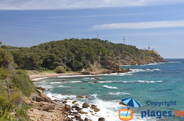 Vue sur la batterie du Cap Cépet depuis la plage de Cavalas à Saint Mandrier