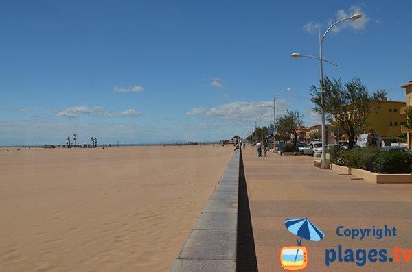 Promenade piétonne le long de la plage de Valras