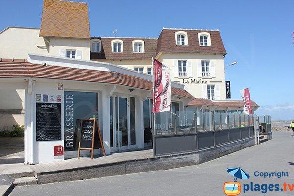 Restaurants autour de la plage centrale d'Arromanches