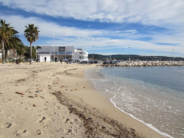 Plage du centre de Bandol en direction du Casino