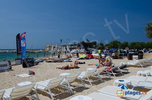 Location de matelas sur la plage du centre ville de Bandol