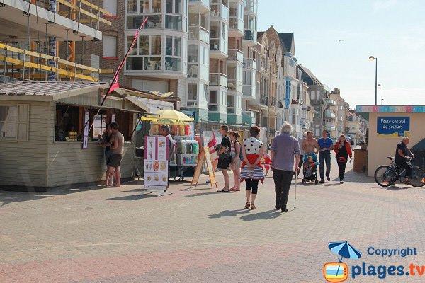 Kiosque autour de la plage centrale de Bray Dunes