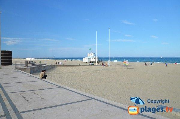 spiaggia sorvegliata a Canet en Roussillon vicino alla zona del Mediterraneo