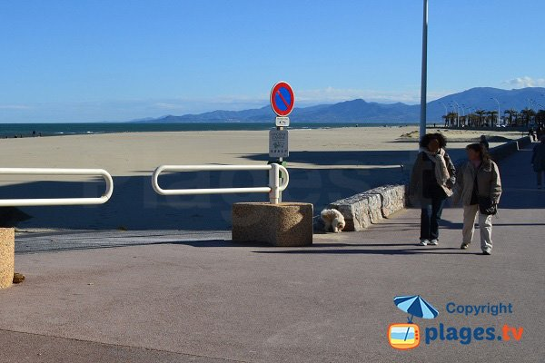 Vue sur la plage depuis la plage centrale - Place de la Méditerranée