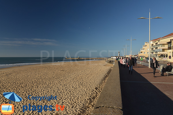 Capbreton beach and view on Estacade dick