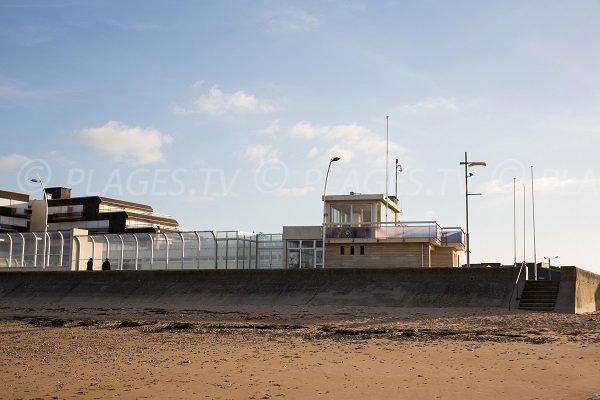 Poste de secours de la plage de Courseulles
