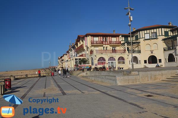 Bord de mer d'Hossegor avec sa place centrale