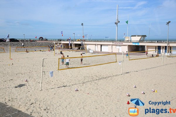 Beach volley dans un patio - Le Touquet