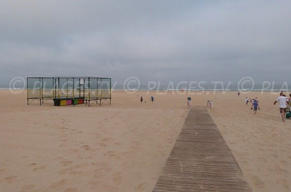 Access to the Central beach in Moliets in France