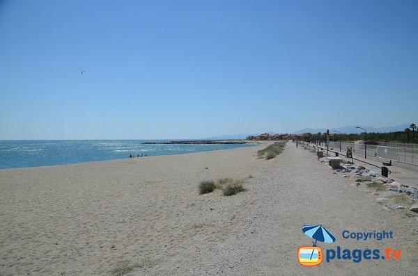 Photo de la plage du centre de Ste Marie en direction du sud