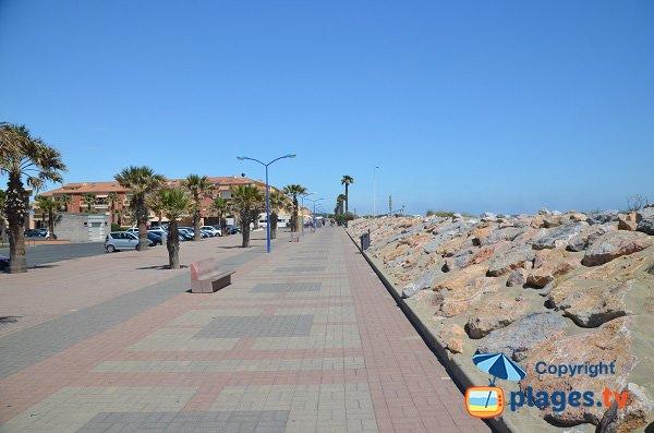 Promenade piétonne le long de la plage de Ste Marie
