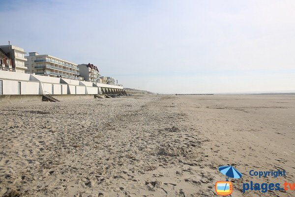 Seaside front in Merlimont and its beach