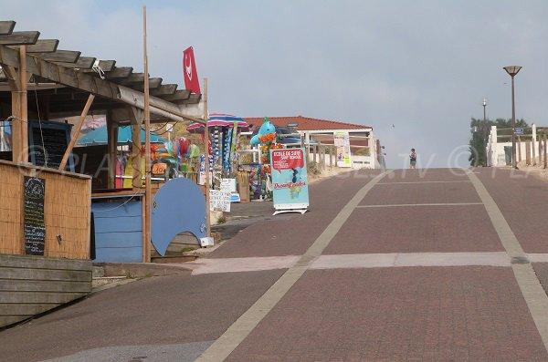 Accès et commerces de la plage du centre de Vieux Boucau
