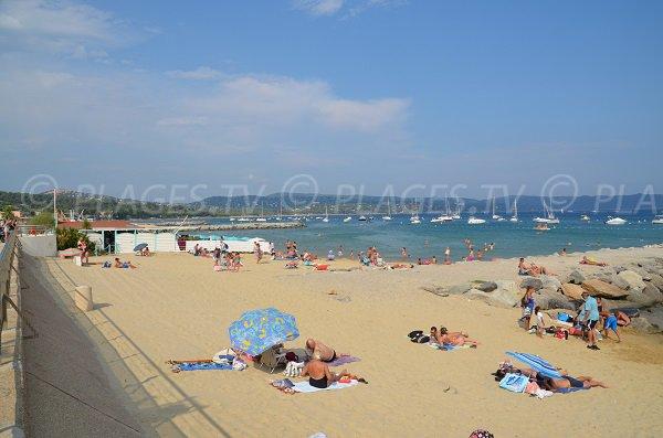 Plage privée sur la plage du centre de Cavalaire