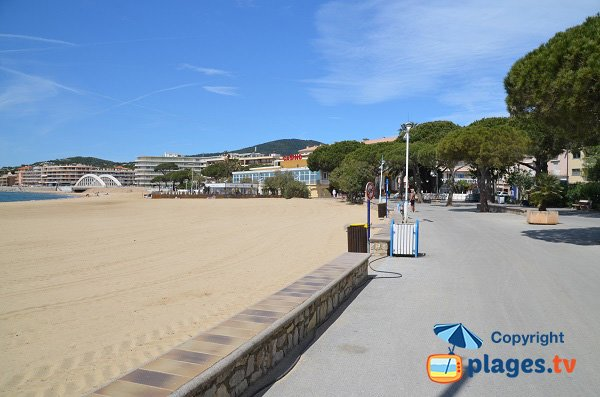pedestrian promenade along the beach of Sainte Maxime