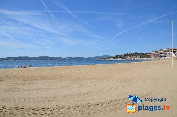 Large sand beach in city centre of Sainte-Maxime