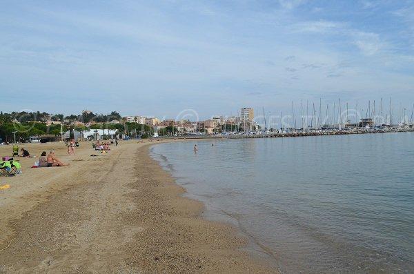 Plage du centre ville de Sainte Maxime dans le Var