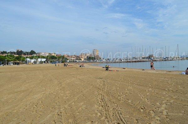 Une des plages les plus larges de Sainte Maxime