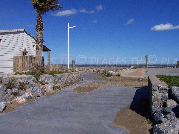 Accès à la plage des Chalets