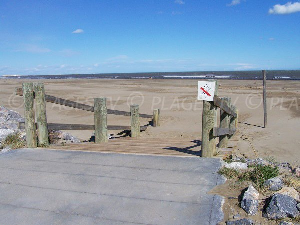Point d'accès à la plage des Chalets