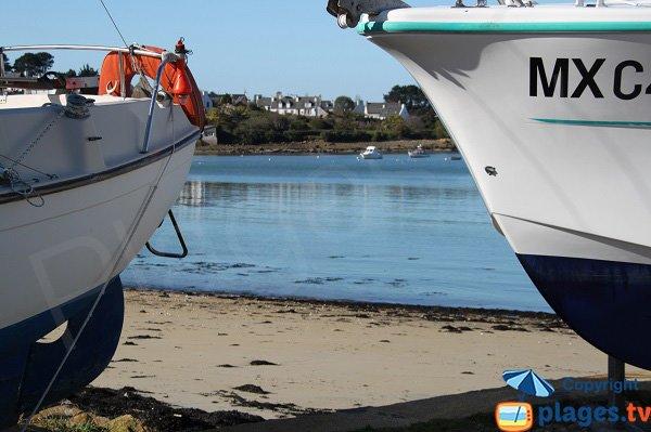 Bateaux sur la plage du port de Le Diben