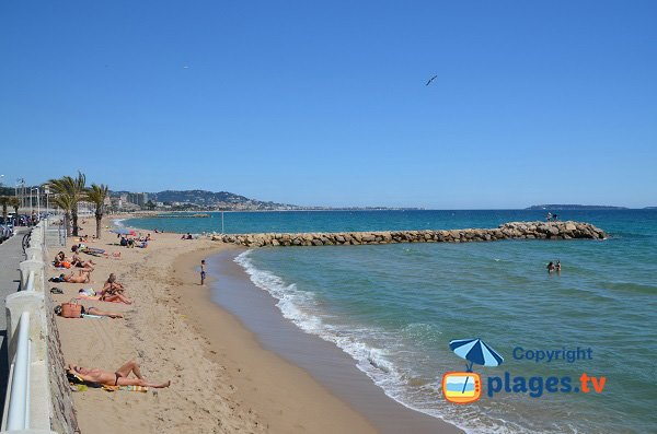 Large beach in Cannes la Bocca next to Cannes