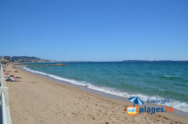 Beach in Cannes la Bocca - Chantiers Navals - close to Cannes