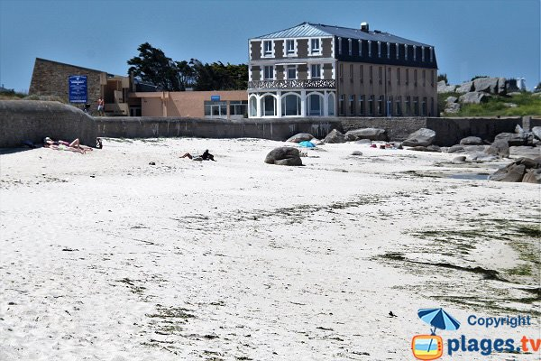 Restaurant on Chardons Bleus beach - Brignogan