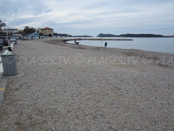 Plage des Charmettes face aux îles des Embiez