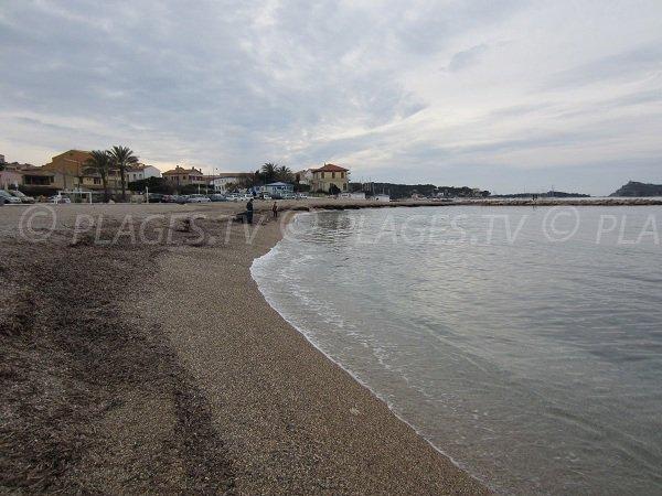 Plage publique à Six Fours les Plages à proximité des Iles des Embiez