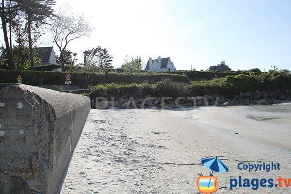 Sable de la plage du Chateau à marée haute à Landunvez