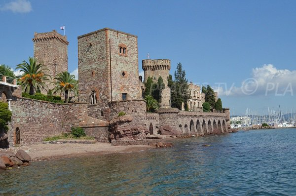 Beach below the castle of Mandelieu