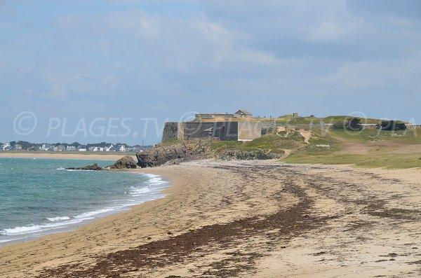 Fort de Penthièvre depuis la plage de Pouladen
