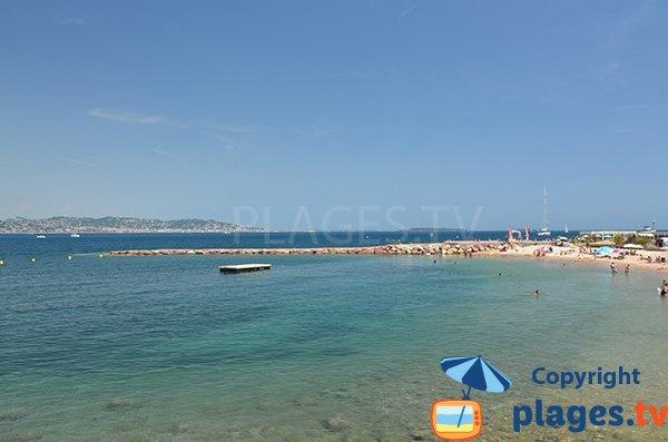 Radeau sur la plage du chateau de Théoule sur Mer