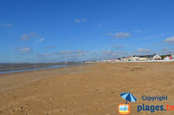 Grande plage de Chatelaillon du sud vers le nord