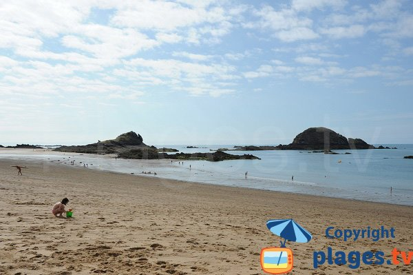 St Coulomb beach and Chevrets islands