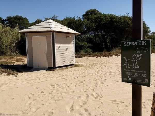 Sanitaire sur la plage pour les Chiens - La Croix Valmer