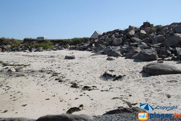 Crique de sable à proximité du camping de Plouescat