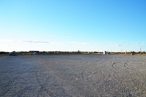 Car park of the Clos du Rhone beach