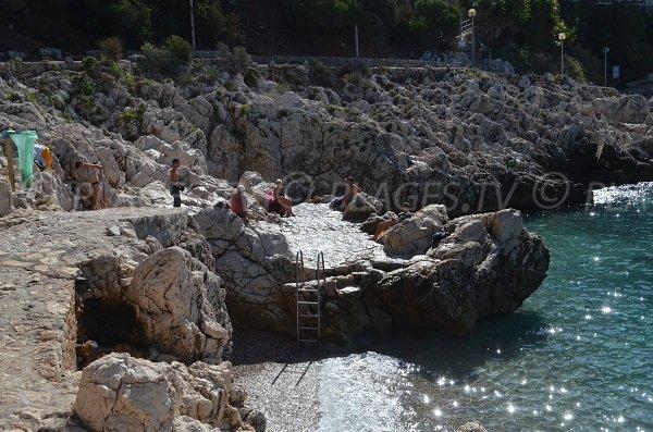 Rendez-vous des habitués sur la plage de Coco-Beach, site paisible loin de l'agitation