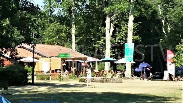 Bar restaurant à côté de la plage à Léon
