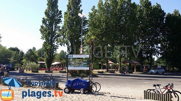 Piste cyclable autour du lac du Léon