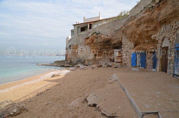 Cabanon costuiti nella roccia a Marsiglia - Spiaggia di Colombet