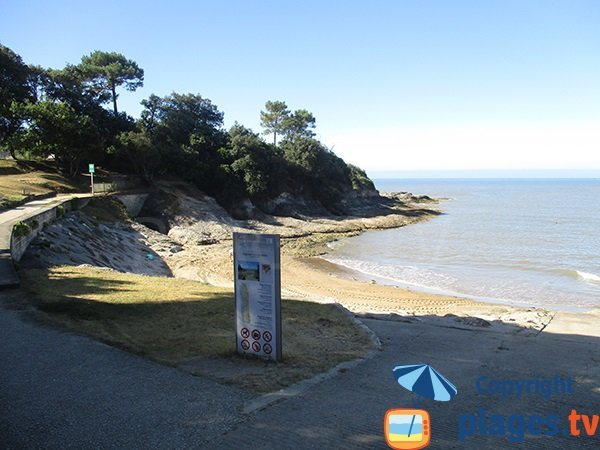 Access to Conseil cove of Vaux sur Mer