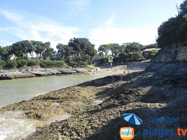 Rocks on the Conseil beach - Vaux sur Mer