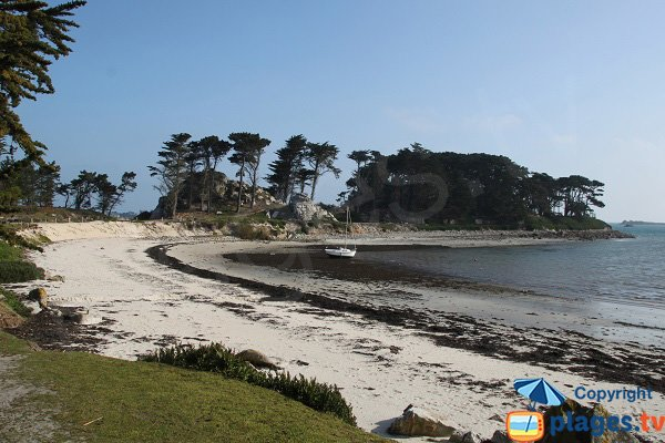 Beautiful beach of Perharidi peninsula in Roscoff
