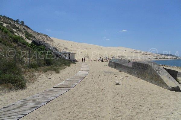 Plage au pied de la dune du Pilat - accès par la corniche