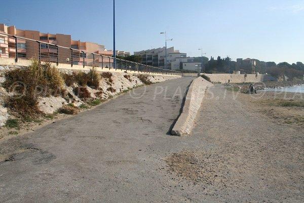 Rampe d'accès à la plage du Lazaret à Sète