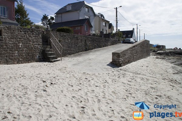 Accès à la plage de Cornouaille à Concarneau