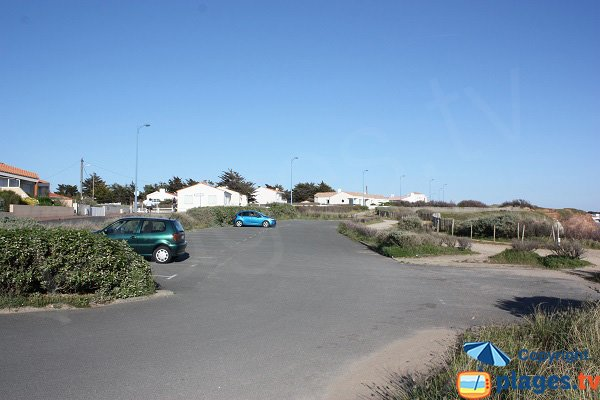 Parking au niveau de la plage de la Corque